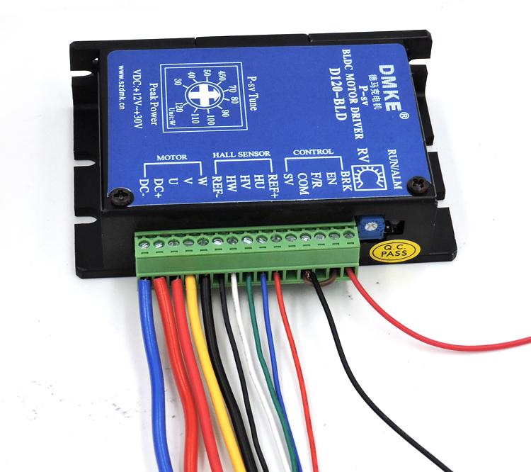 BLD-120接线图(急停急启接线法) BLD-120接线图(急停急启接线法) 一、首先辨识清楚直流无刷电机上的线:  如上图,直流无刷电机一共有八根线 三根是粗的,五根是细的分别为: 粗红 细蓝 粗黄 细白 粗黑 细红 细黑 细绿 分清楚以上的八根线,就方便我们把对应的线连接到驱动器上 二、驱动器接线图(急停急启接线法)俯视图:   驱动器上从左到右的接线为:(请对应驱动器上的接线口附近的符号来看) 1、DC- 接电源负极 (最粗的蓝线) 2、DC+ 接 电源正极 (最粗的红线) 3、U 接 电机的粗红
