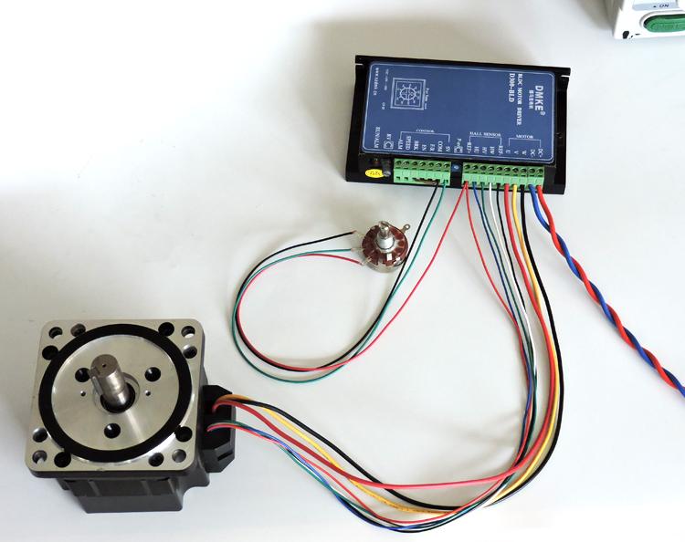 BLD-300B接线图(调速) BLD-300B接线图(调速) 一、首先辨识清楚直流无刷电机上的线:  如上图,直流无刷电机一共有八根线 三根是粗的,五根是细的分别为: 粗红 细蓝 粗黄 细白 粗黑 细红 细黑 细绿 分清楚以上的八根线,就方便我们把对应的线连接到驱动器上 二、BBLD-300B驱动器接线图(调速)俯视图:   如上两图所示: 驱动器上从右到左的接线为:(请对应驱动器上的接线口附近的符号来看) 1 、 DC+ 接 电源正极 (最粗的红线) 2、 DC- 接 电源负极 (最粗的蓝线) 3、